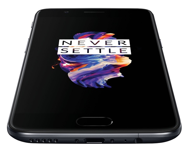Il telefono cellulare OnePlus 5 è dotato di un display Full HD da 5,5 pollici realizzato con AMOLED,