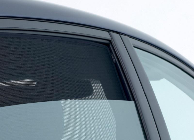 I vantaggi di un parasole auto su misura